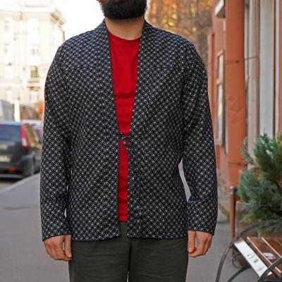 New in store: Новая рубашка-овершот в стиле японского кимоно от канадского деним-производителя NAKED AND FAMOUS. Фактурная японская ткань с заметными неровностями выполнена из 100% хлопка и дополнена традиционным японским контрастным узором. Модель создана по мотивам японского Нораги-кимоно, которое было распространено в Японии среди простых рабочих и фермеров, и на сегодняшний день стало настоящим символом прошлой эпохи. Особенно контрастно это выглядит в сегодняшней Японии - мировым лидером в области технологий.  Japanese Denim. Made in Canada!  В магазине и Онлайн - http://zefear.ru/19-naked-and-famous 📍Санкт-Петербург, ул. Мира, 5 ☎ +7 963 346 14 38 (12-21)  #Zefear #Selvedge #Selvage #Japanesedenim #Nakedandfamous #Nakedandfamousdenim #NakedandFamousZefear #Nakedandfamous  #RealgoldSelvedge #ЯпонскиеДжинсы #Denim #kimono #japanesekimono mensfashion #menswear #ss20