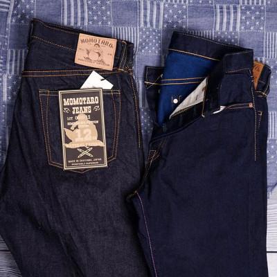 Lightweight Denim 12-13 Oz Джинсы от Momotaro Jeans из легкого японского селведж денима весом в 12 и 13 унций. Облегченное джинсовое полотно соткано по всем канонам классического производства старомодного денима. Для изготовления использовался 100% зимбабвийский хлопок с максимально длинным ворсом, джинсы из этого хлопка имеют ощутимый комфорт с первого дня носки и хорошо подходят для теплой погоды. Деним окрашен натуральным индиго-красителем, джинсы будут приобретать красивый и насыщенный рисунок потертостей в процессе