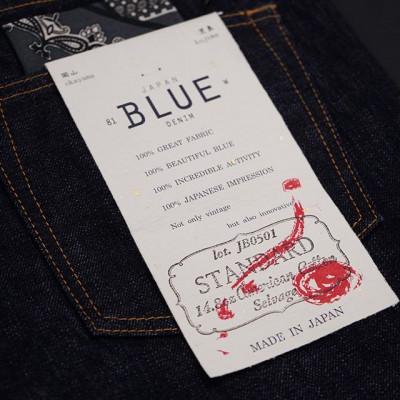 Джинсы Japan Blue Jeans классического прямого кроя и стандартной посадкой на поясе, выполнены из винтажного японского селведж денима весом в 14.8 унций. Материал соткан из 100% американского хлопка и повторяет старомодный американский деним структурой своего плетения и глубиной окраса красителем индиго. Единственная модель, которая имеет застежку-молнию от YKK Gold Japan. Такой деним будет ярко и контрастно стареть! Made in Japan!  Доступно в нашем магазине и онлайн - https://zefear.ru/novinki 📍Санкт-Петербург, ул. Мира, 5 ☎ +7 963 346 14 38 (12-21)  #Zefear #JapaneseDenim #Selvedge #selvage #Selvedgedenim #Selvagedenim #Denim #Jeans #MadeinJapan #JapanMade #JapanBlueJeans #Chambray #ChambraySelvedge #Heritage #Vintage #MomotaroJeans#jb0501 #vintage #heritage #denim #jeans #saintpetersburg #японскиеджинсы