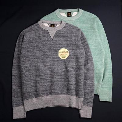 New in store: Новая модель свитшота от Iron Heart - Heavy Loopwheel Fleece Lined Sweater выполнен из супер-тяжелого, но при этом невероятно мягкого хлопкового Loopwheel флиса винтажного плетения. Имеет расслабленный силуэт с плотными хлопковыми манжетами, а все основные швы прострочены четырех-игольчатой машинкой Union Special. Изделие прошло предварительную усадку. Доступно два цвета -